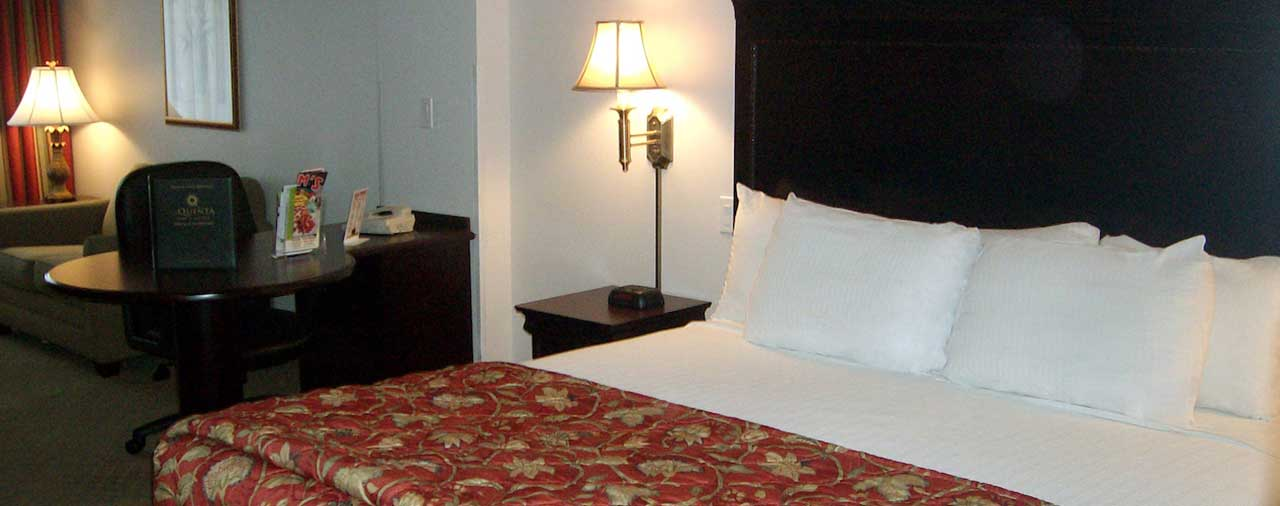 king bed room at La Quinta Inn & Suites Latham Albany Airport