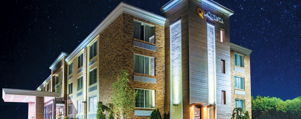 La Quinta Inn & Suites Sturbridge exterior at night